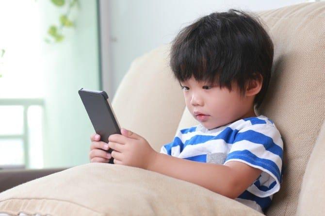 مضرات و فواید بازیهای دیجیتال برای کودکان