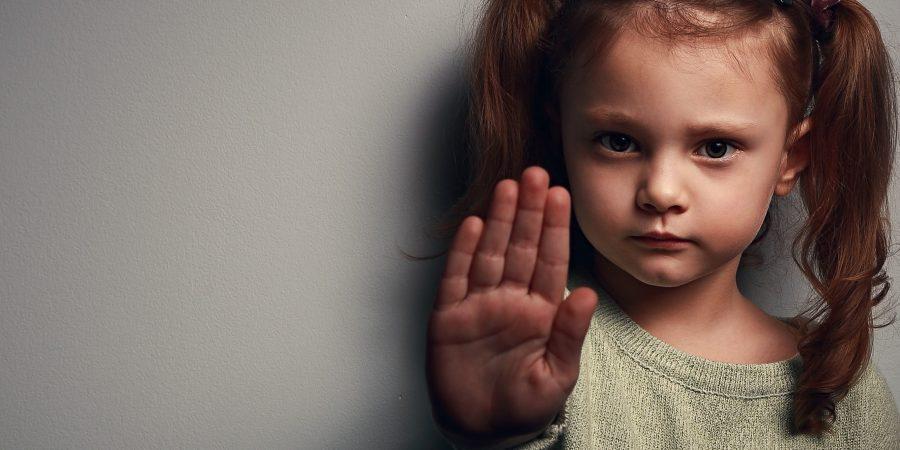 چه عواملی باعث کودک آزاری میشوند